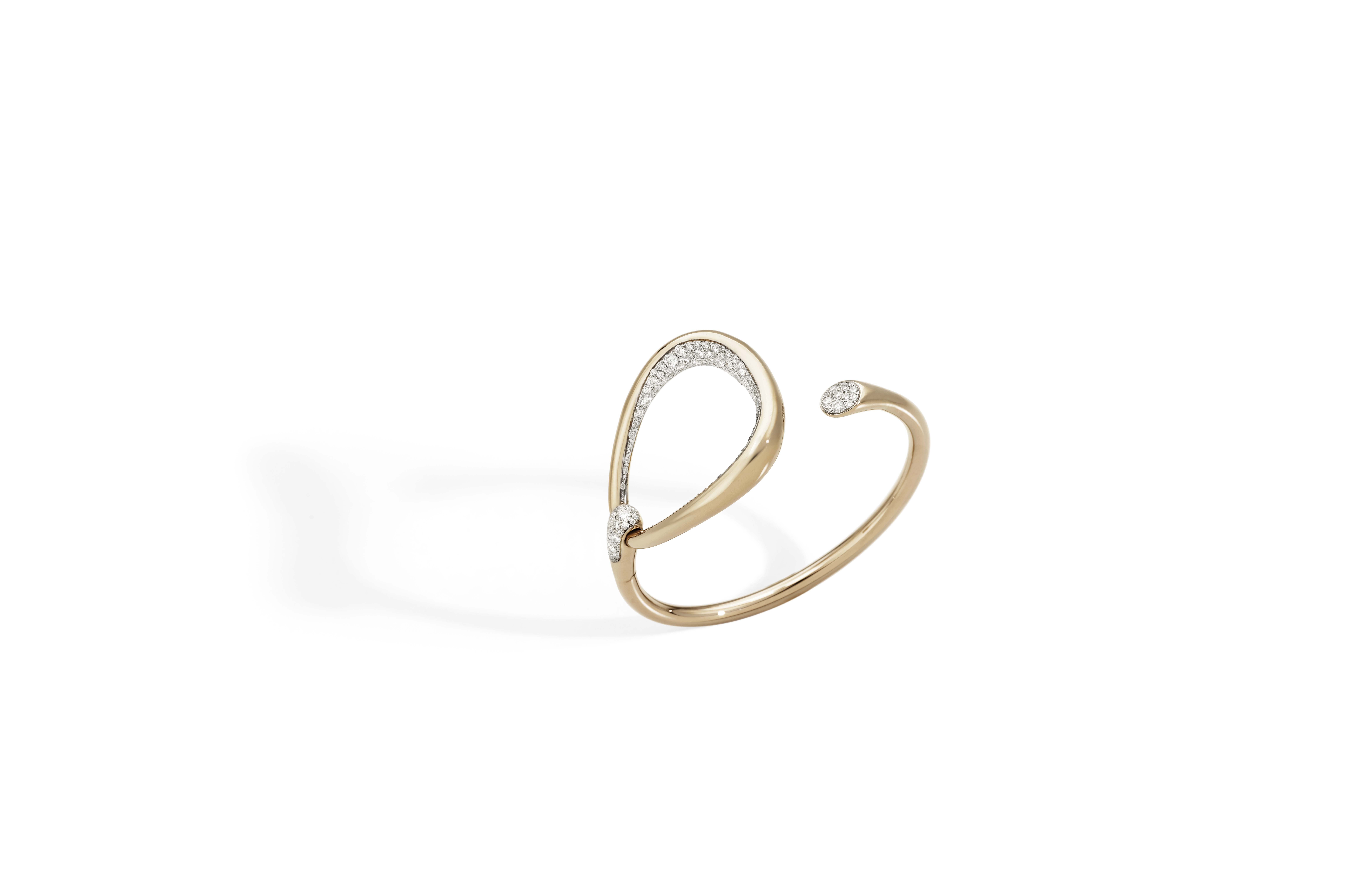 Bracelet en or rose et diamants.