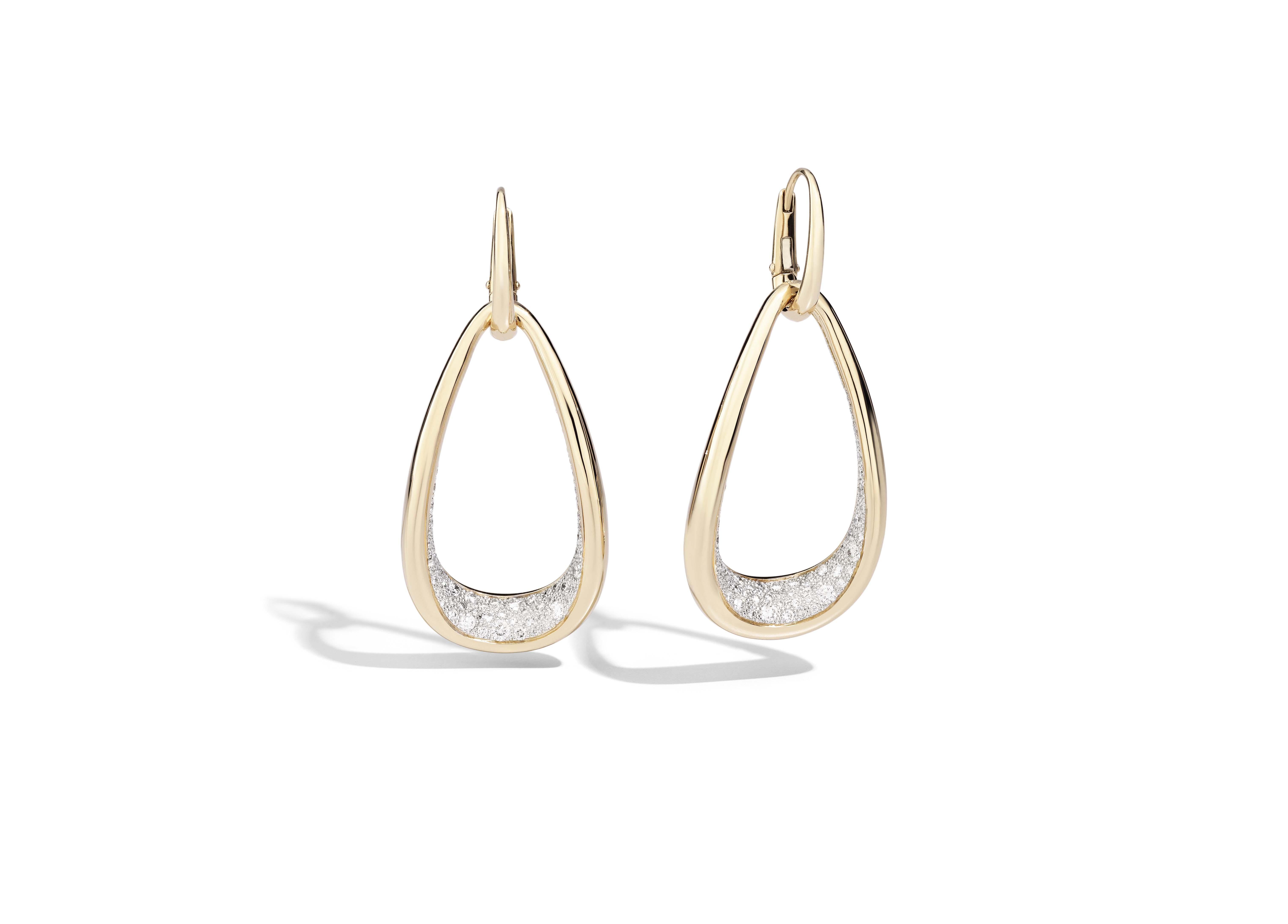Boucles d'oreilles en or rose et diamants.