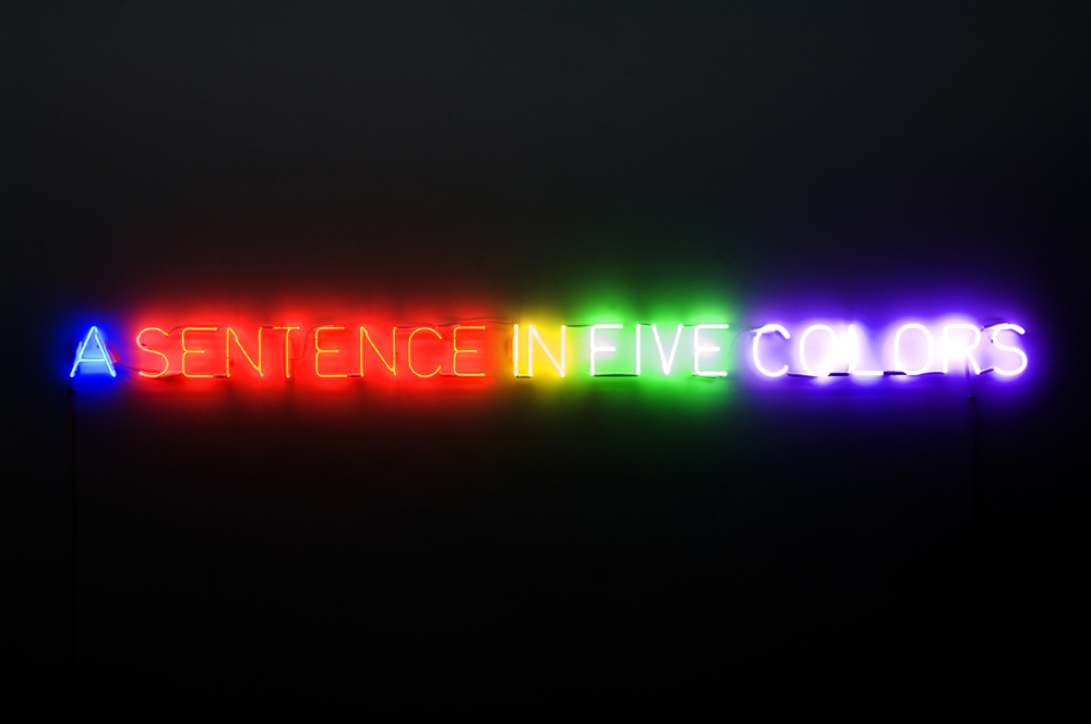 "Joseph Kosuth, ""Self-defined in five colors"", 1966. Néons 13 x 233 x 3 cm Collection Fondation Louis Vuitton, Paris."