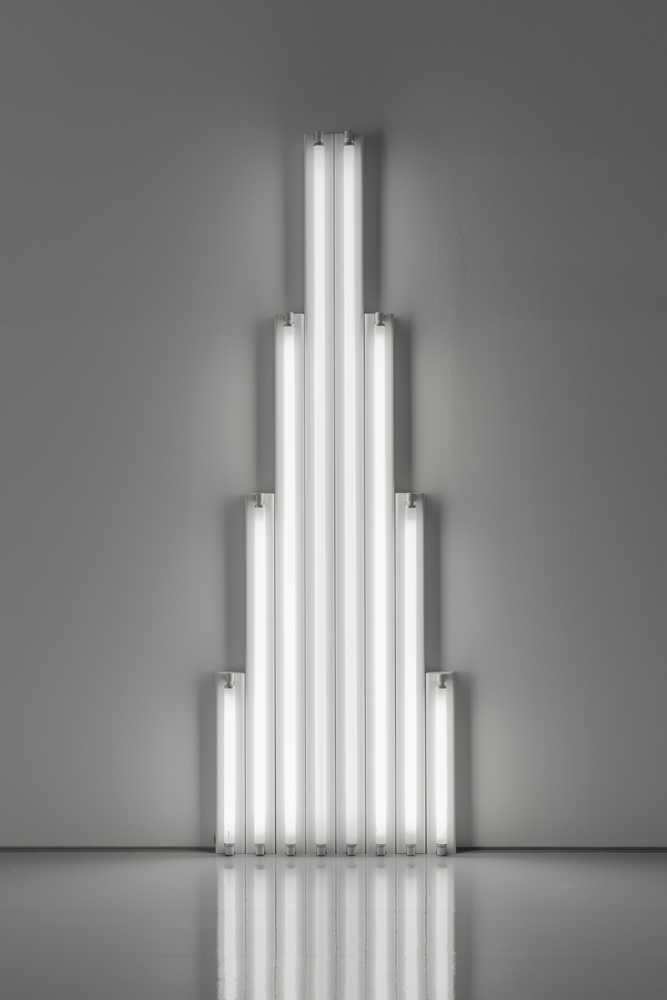 "Dan Flavin, ""Monument"" for V. Tatlin, 1964-1965 Tubes fluorescents blanc froid 244 x 80 x 7 cm"