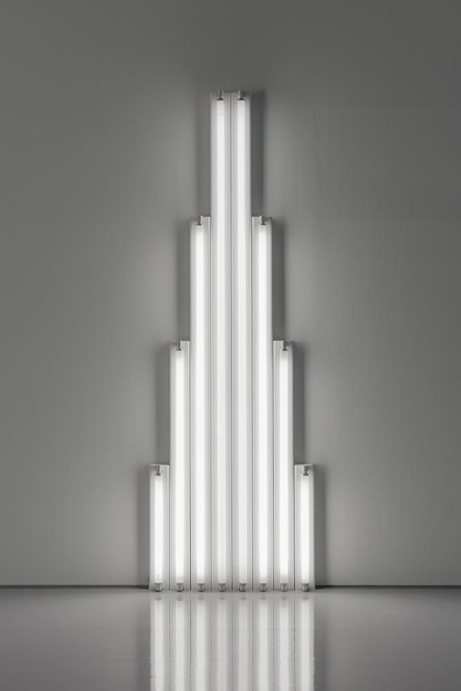 "Dan Flavin, ""Monument"" for V. Tatlin, 1964-1965 Tubes fluorescents blanc froid 244 x 80 x 7 cm"
