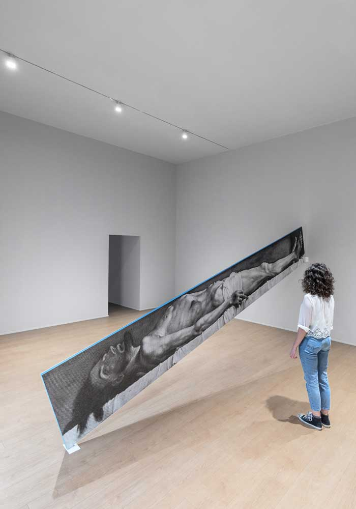 "Vue de l'installation ""Atlas"", dans la Tour de la Fondation Prada à Milan. Photo de Delfino Sisto Legnani et Marco Cappelletti."