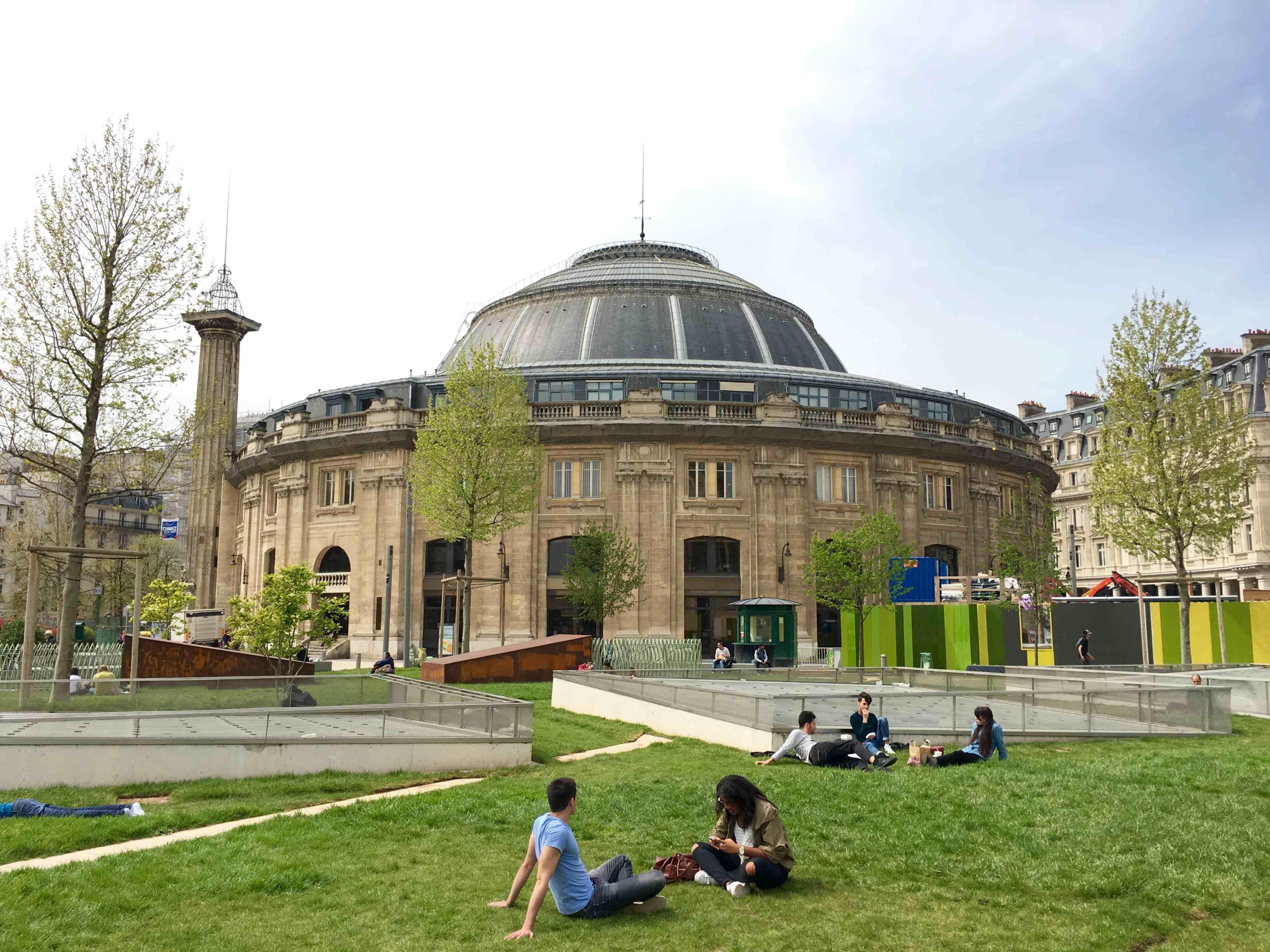 View of the Bourse de Commerce before renovation. Credit : Ville de Paris.