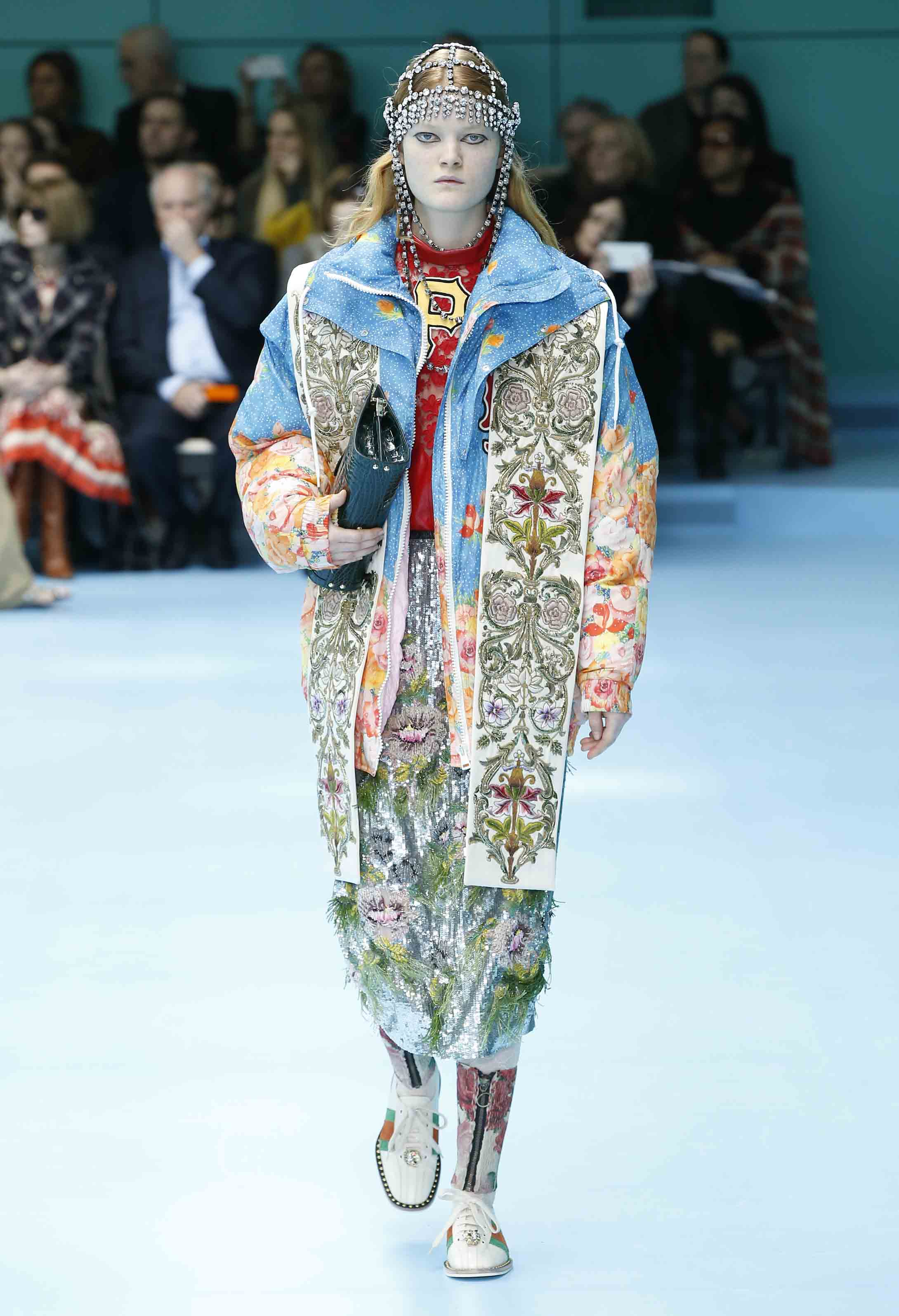 Fashion. Inspiration. Just the essentials: 13 of the best Spring/Summer bag trends. What will next season's It-bags be? And how will the way we use the everyday item change? Here are all the answers, via 13 bag trends spotted on the Spring/Summer runways.