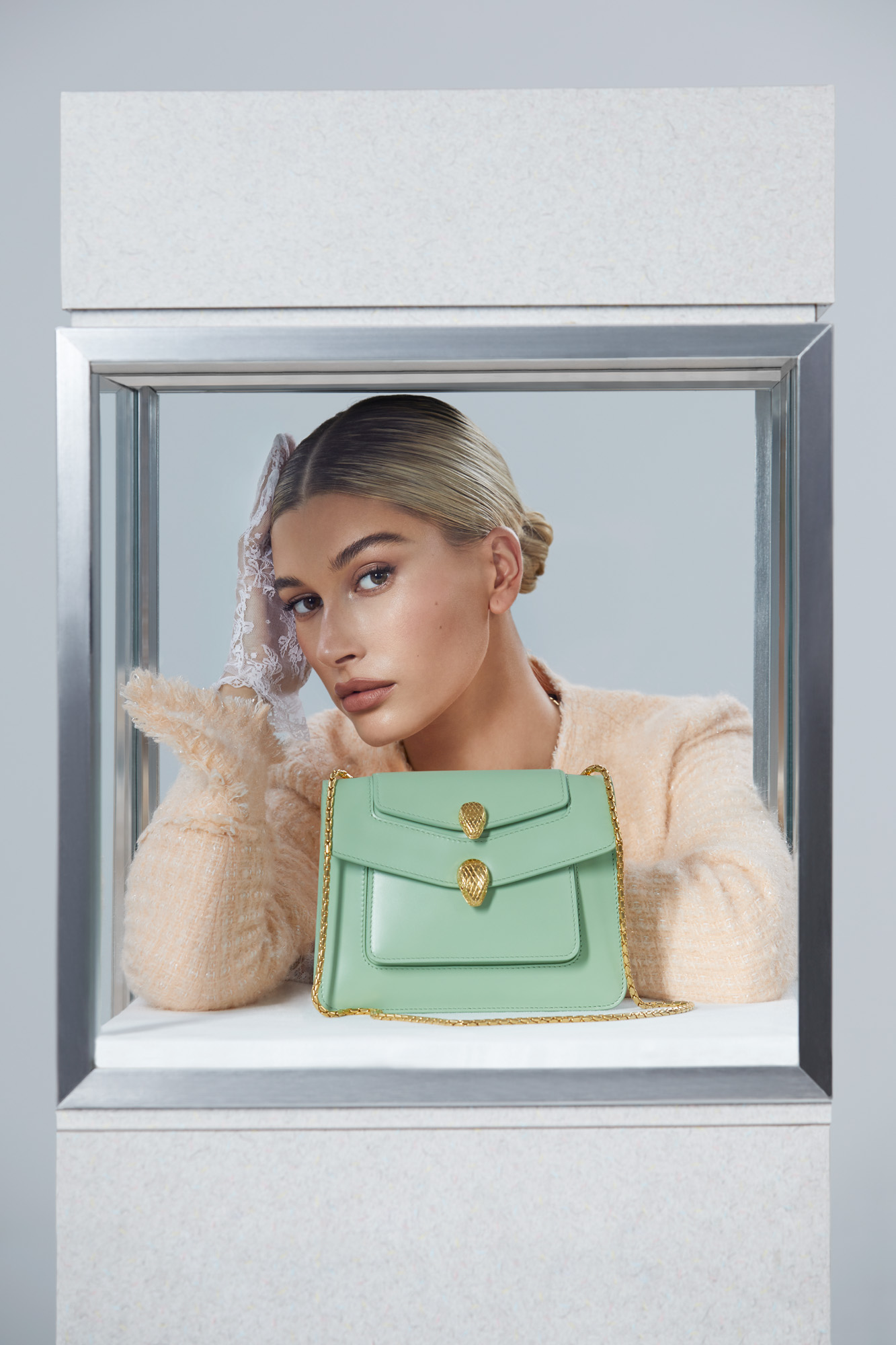 "Hailey Bieber pour ""Serpenti Through the Eyes of Alexander Wang"""