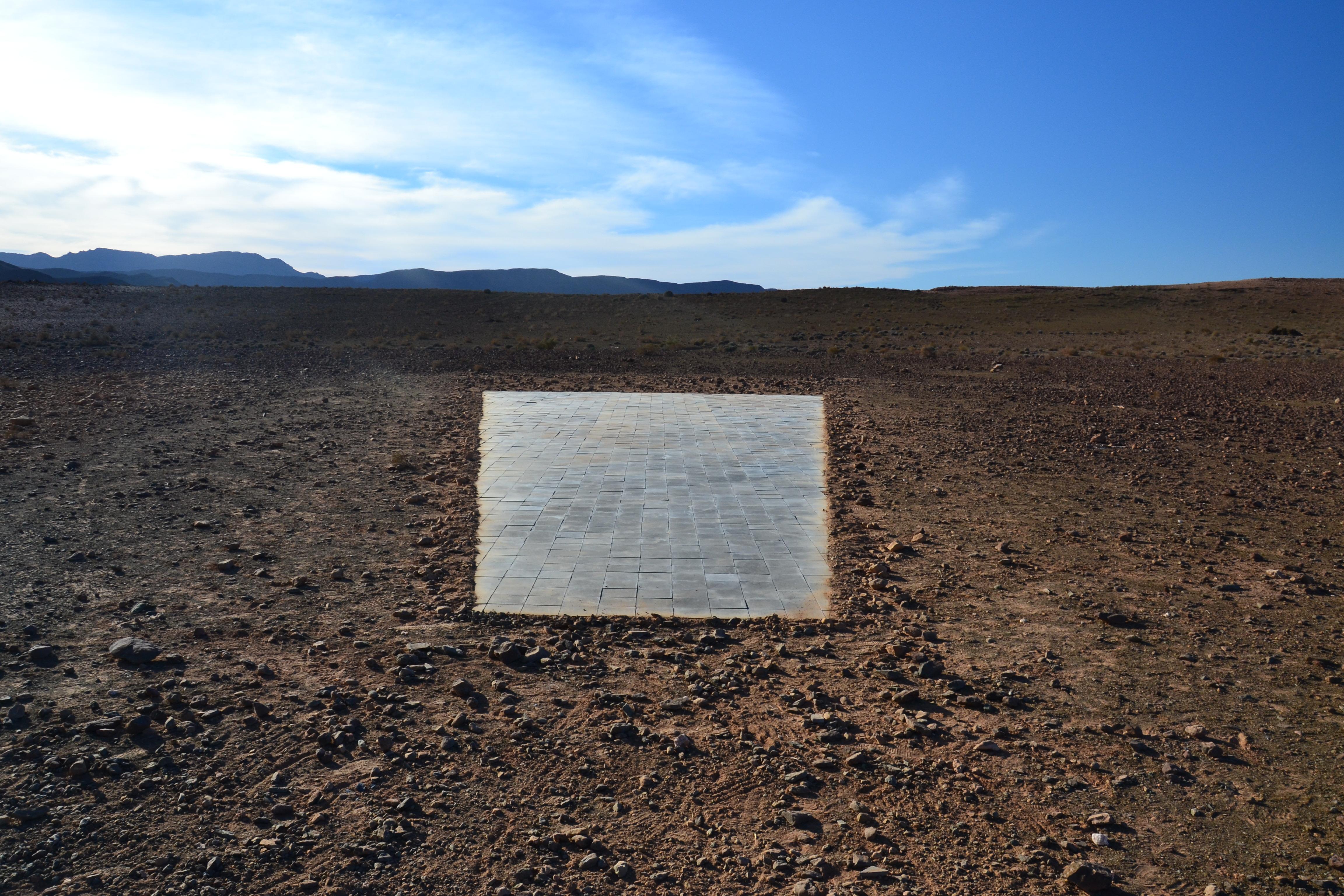 """Hicham Benohoud, """"Sans Titre"""", Série Landscaping, 2018, Photographie argentique - tirage C-print - 60x90 cm. Courtesy Loft Art Gallery"""