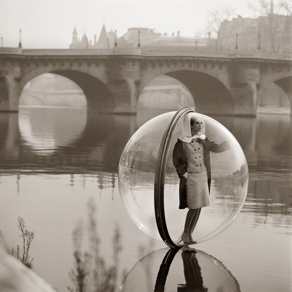 "Melvin Sokolsky, ""Bubble Seine"", Paris (1963). Platinum palladium print, printed later. 69.9 x 69.9 cm"