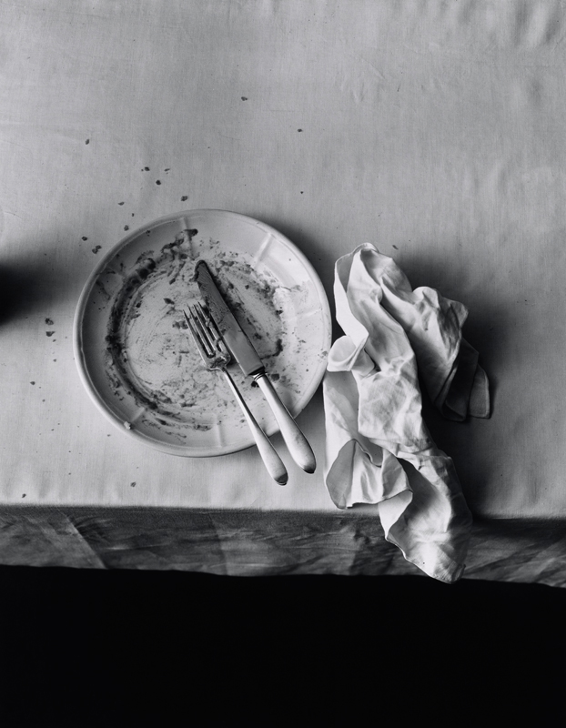 "Irving Penn, ""The Empty Plate"", New York (1947) © The Irving Penn Foundation. Courtesy Galerie Thaddaeus Ropac, London · Paris · Salzburg"