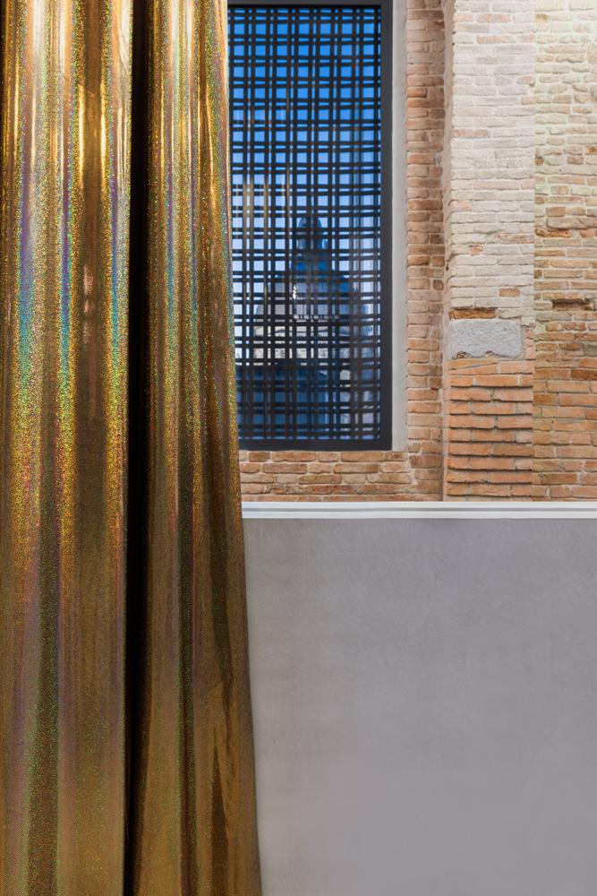 """Wu Tsang, """"Untitled"""" (2019). Courtesy of the artist and Galerie Isabella Bortolozzi, Berlin. Installation view """"Luogo e segni"""" at Punta della Dogana, 2019 © Palazzo Grassi, photography Delfino Sisto Legnani e Marco Cappelletti."""