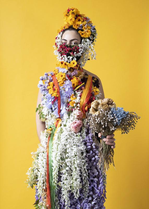 """Jeanne Vicerial, """"Quarantaine Vestimentaire"""" (2020). Photographie : Leslie Moquin"""