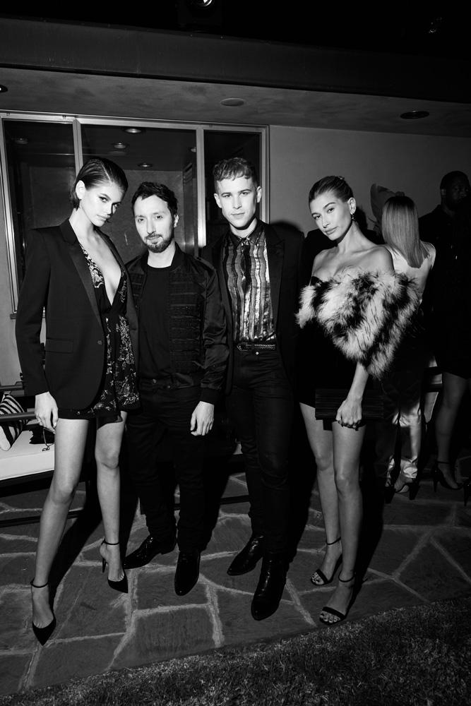 Kaia Gerber, Anthony Vaccarello, Tommy Dorfman et Hailey Bieber