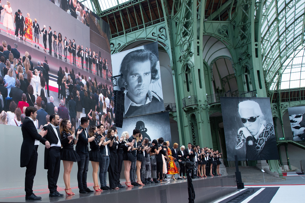 Final de l'hommage Karl For Ever