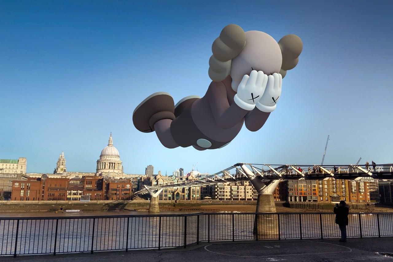 Millennium Bridge, Londres. Image courtesy of Kaws and Acute Art