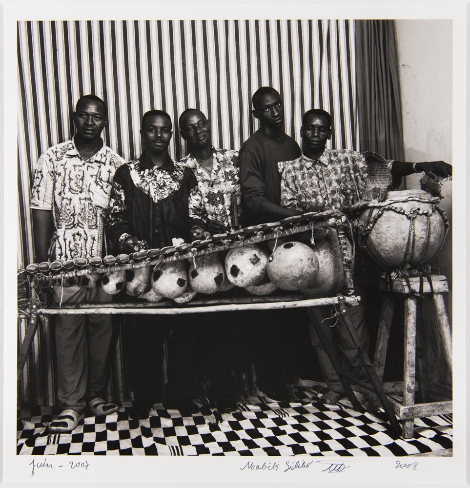 Malick Sidibé, Kiriyerengue Aguibou Bangaly, gagnants du 3e prix du concours «Un chant contre le sida», juin 2007. © Malick Sidibé, Monique Barbier-Mueller.