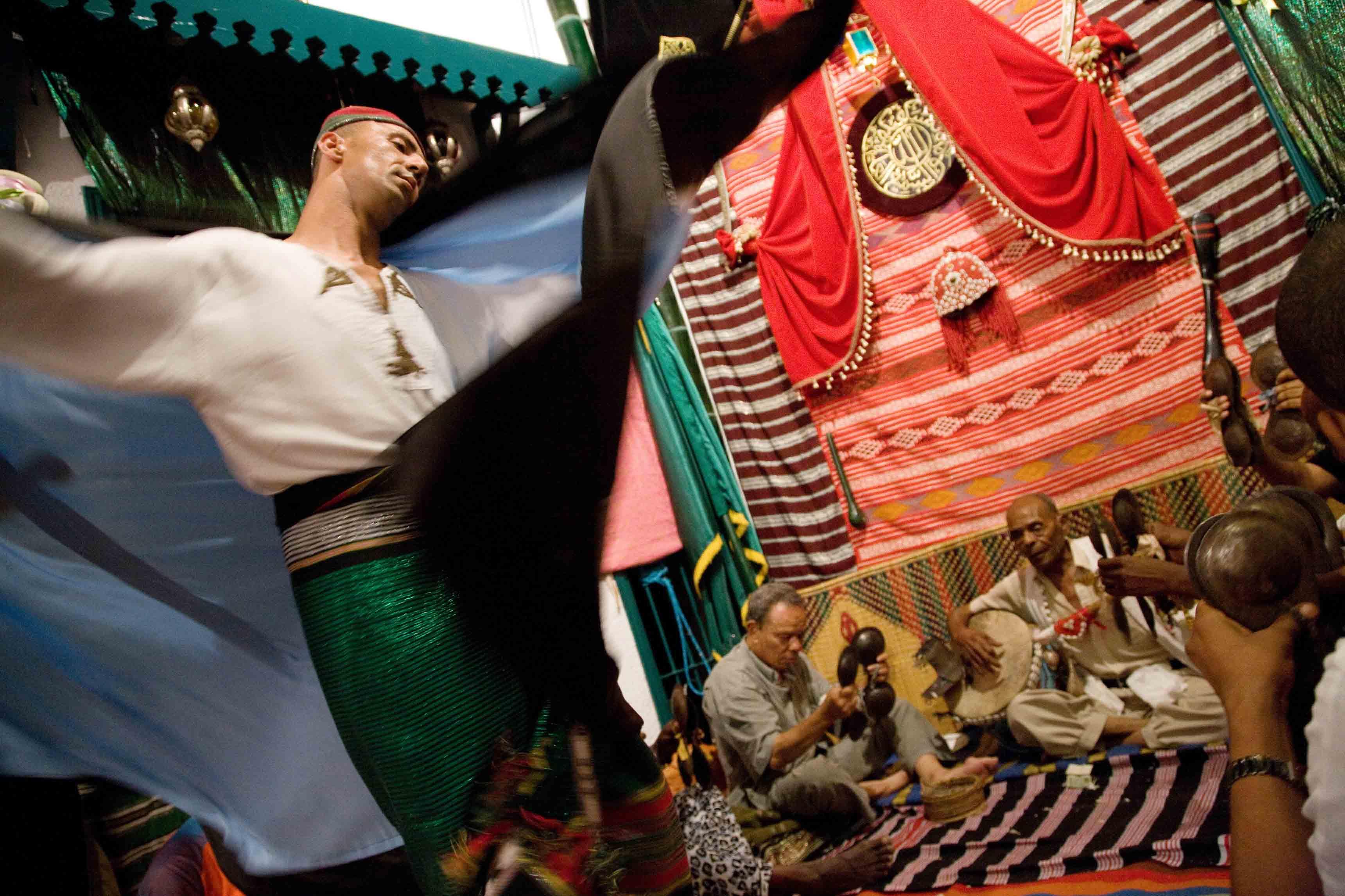La dernière danse du Arifa. Au cœur du rituel Stambali de Tunisie ©Augustin-Le