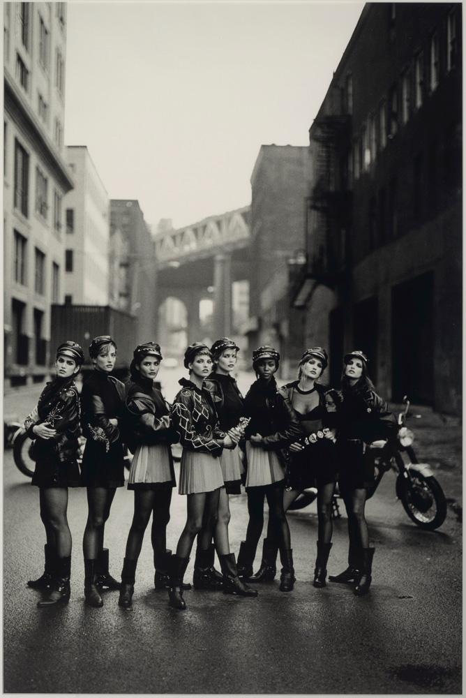 """Biker Girls, Brooklyn, NYC, American Vogue, 1991"" de Peter Lindbergh ©Peter Lindbergh, courtesy Peter Lindbergh, Paris €8,000-12,000"