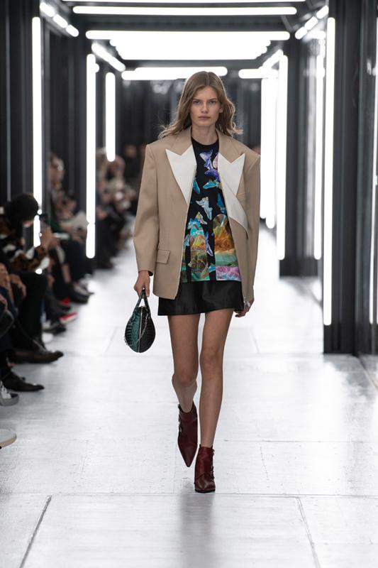 Le défilé Louis Vuitton printemps-été 2019 527e613c634