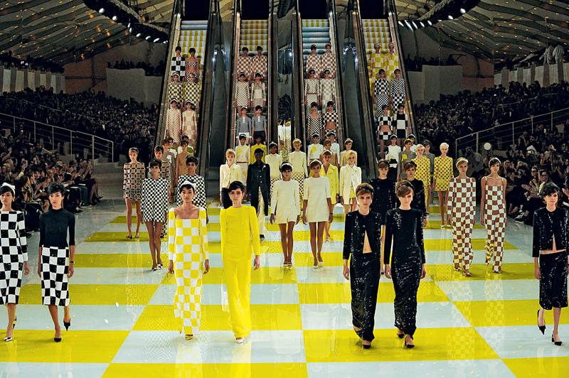 Louis Vuitton printemps-été 2013 par Marc Jacobs - Hommage à Daniel Buren
