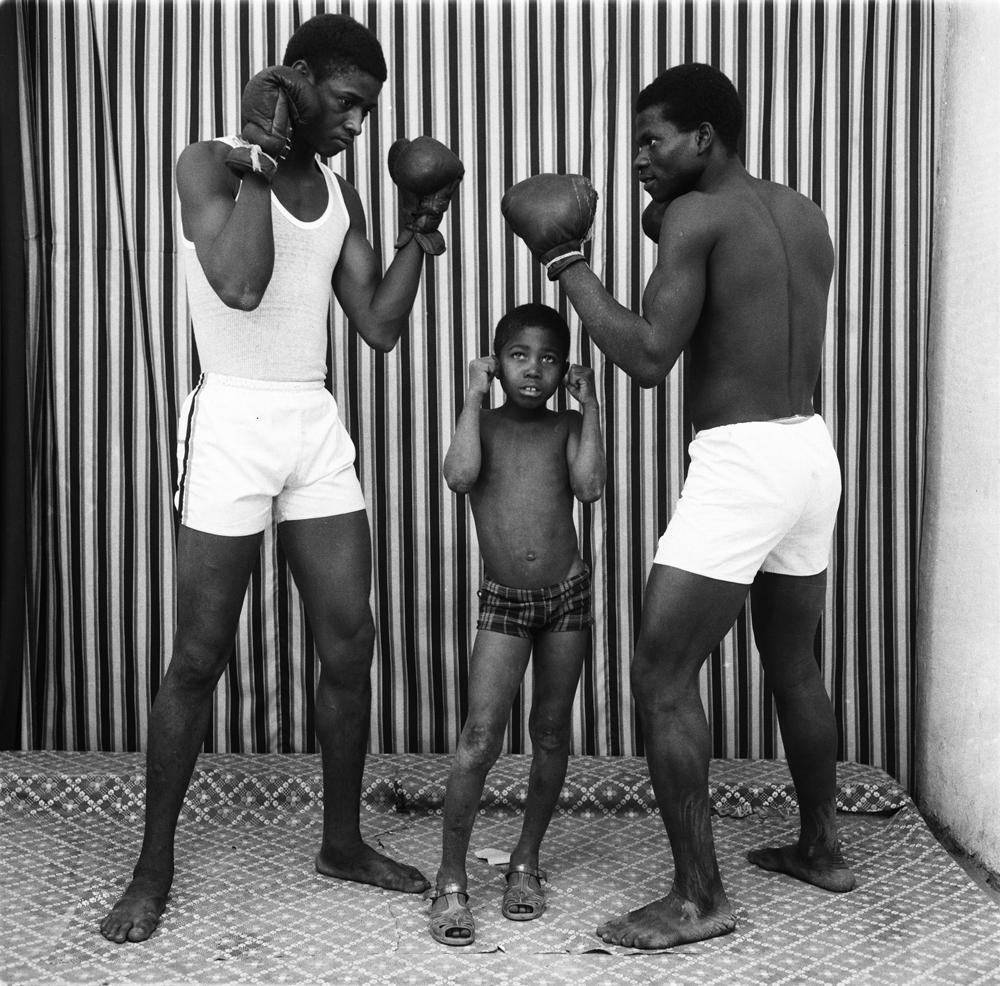 """""""Entrainement de boxe"""" de Malick Sidibé, 1975. © Malick Sidibé. Courtesy Galerie Magnin-A, Paris."""