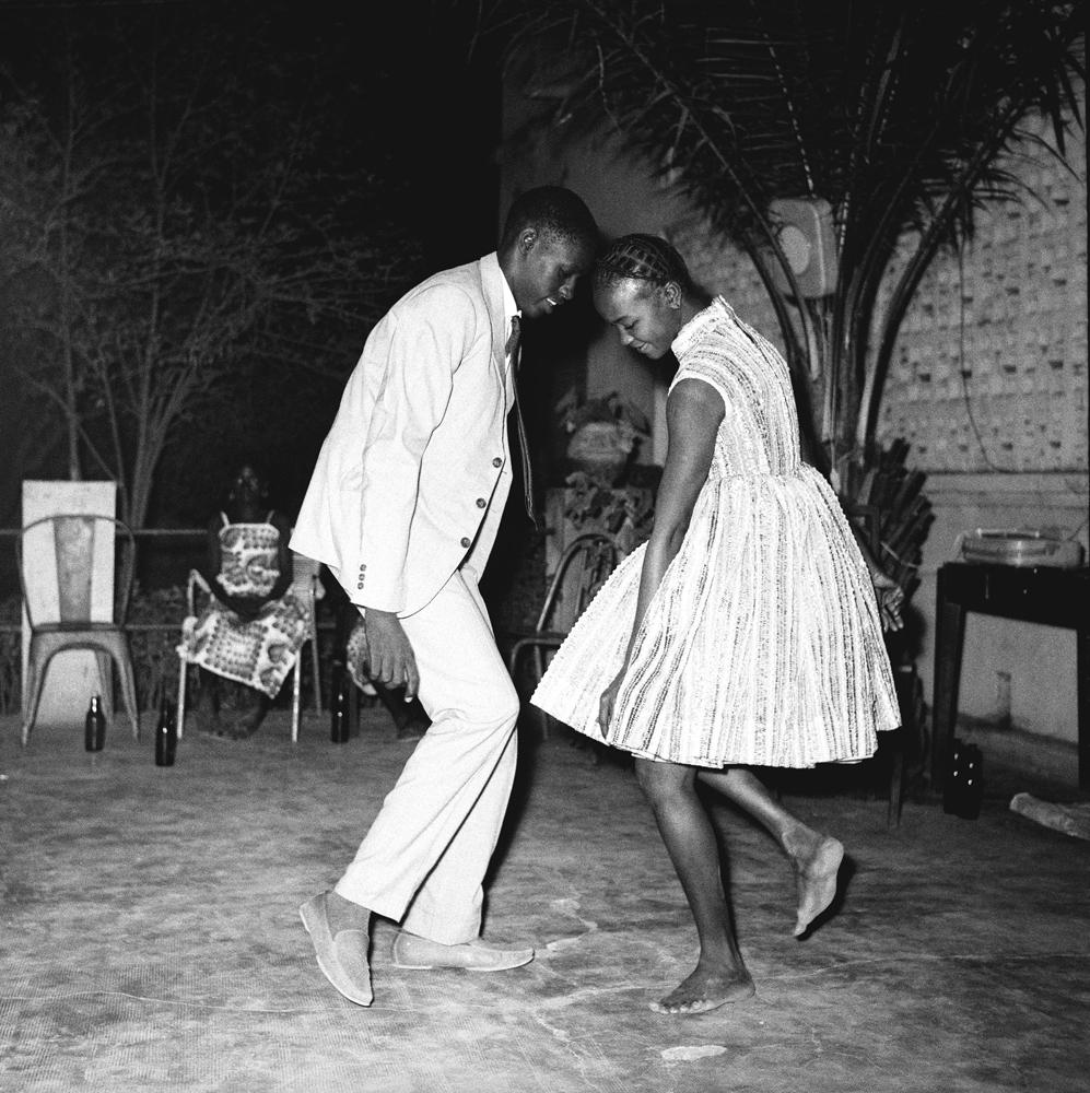 """Nuit de Noël (Happy Club)"" de Malick Sidibé, 1963. © Malick Sidibé. Courtesy Galerie Magnin-A, Paris."