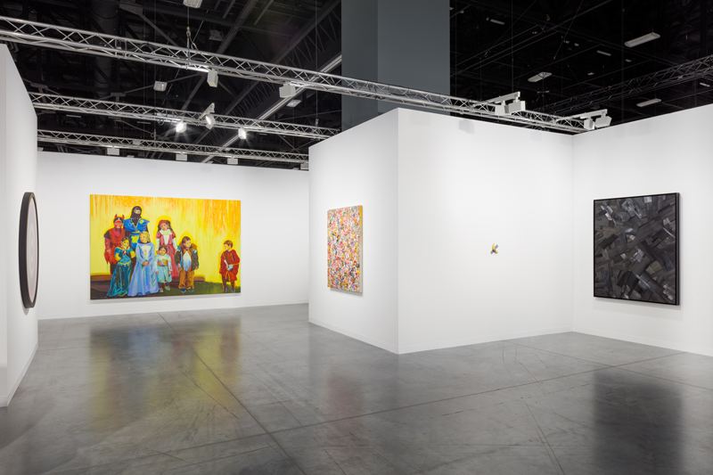 Vue du stand de la galerie Perrotin à Art Basel Miami Beach 2019 © Pierre Le Hors / Courtesy of the artists and Perrotin