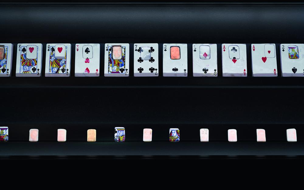 """""""Purgartory"""", Jesse Krimes, 2019, Etats-Unis. 84 cartes à jouer contenant des savons. Photo ReproSolution - Genève"""