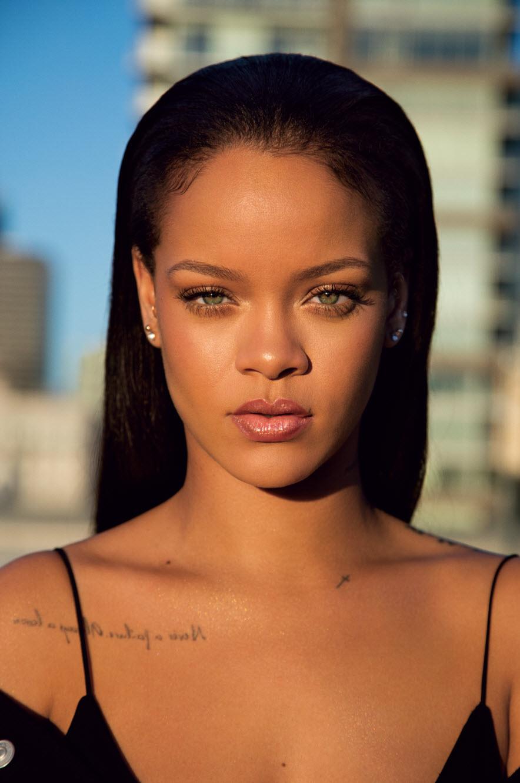 9cb23e00d5affe Après des lunettes pour Dior, une marque de vêtements avec Puma, Rihanna  lance aujourd hui sa ligne de maquillage Fenty Beauty. Conçu en partenariat  avec ...