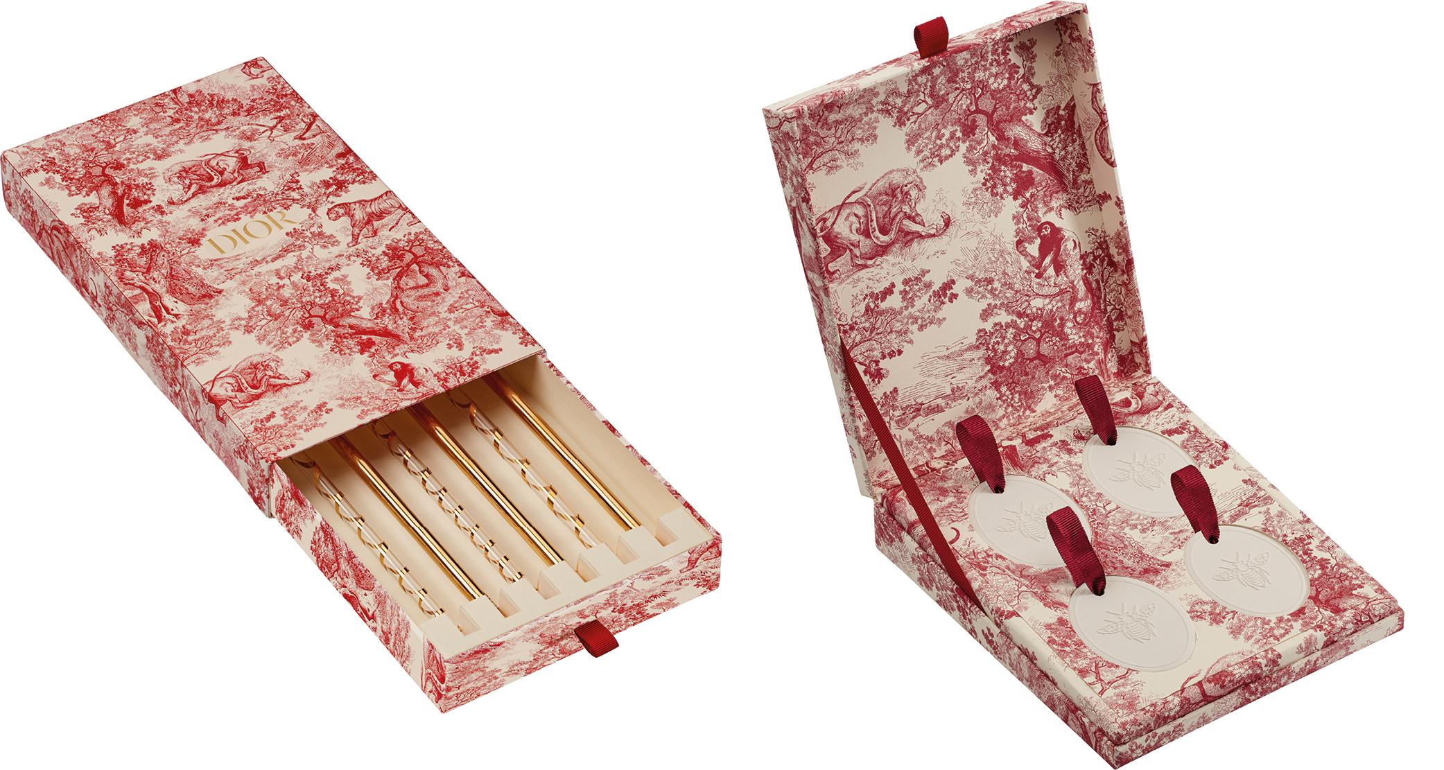 Pailles en verre et céramiques à parfumer de la collection toile de Jouy par Dior