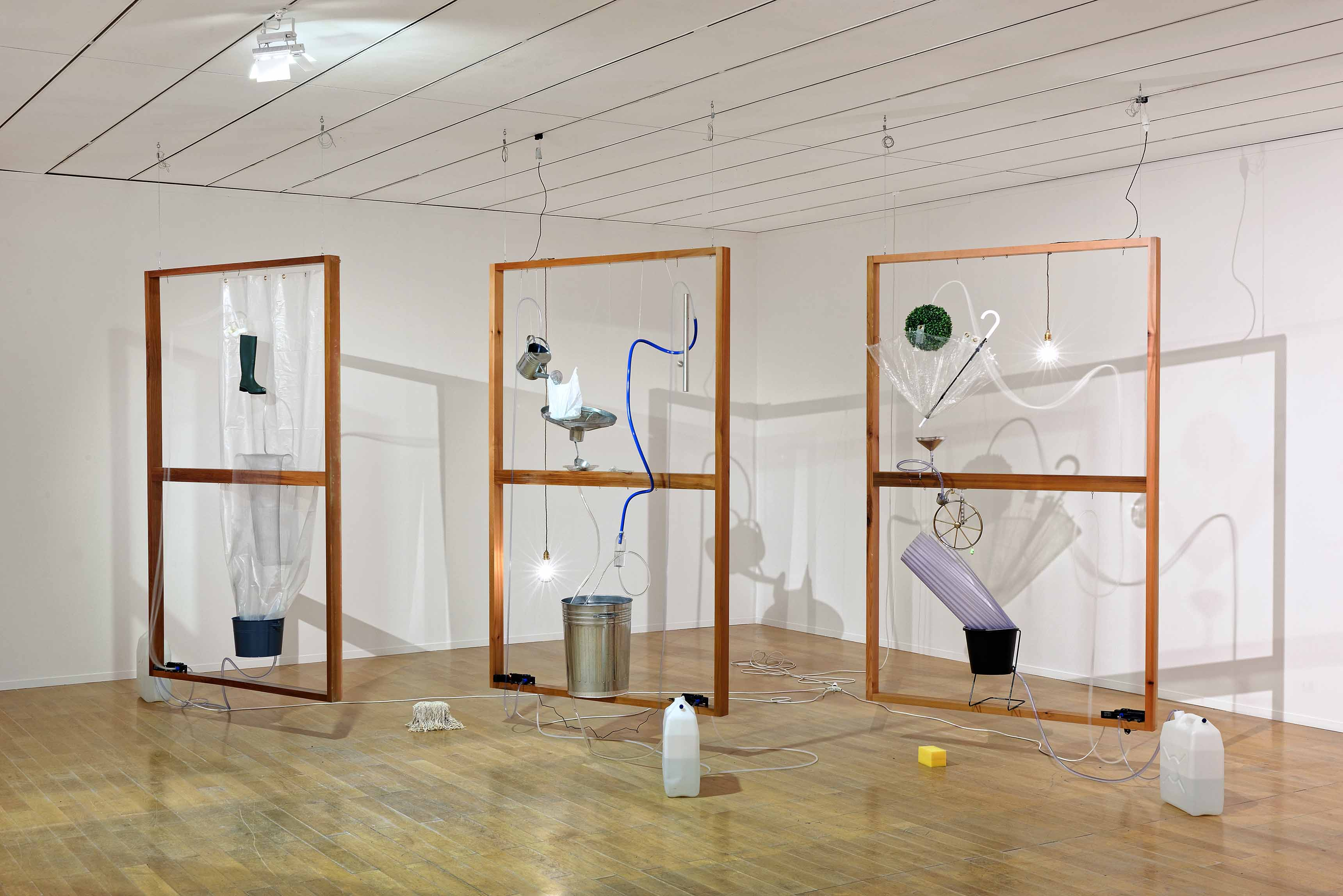 MOHRI Yuko, Moré Moré [Leaky] The Falling Water Given #4-6, 2017, Courtesy de l'artiste, de la Biennale de Lyon 2017 et White Rainbow, ©Blaise Adilon