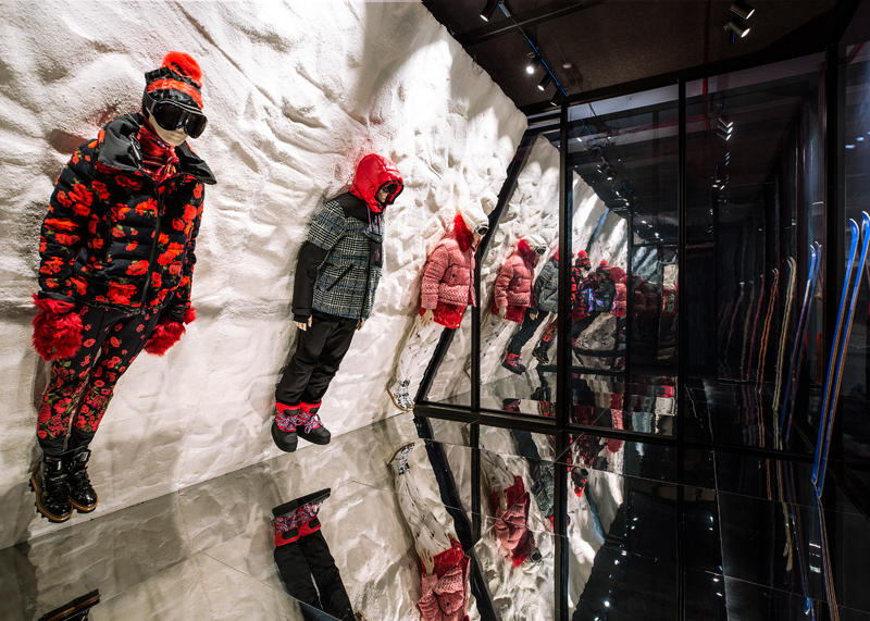 The House of Genius à New York, le nouveau concept de boutiques de Moncler. Ici une installation de la collection 3- Moncler Grenoble