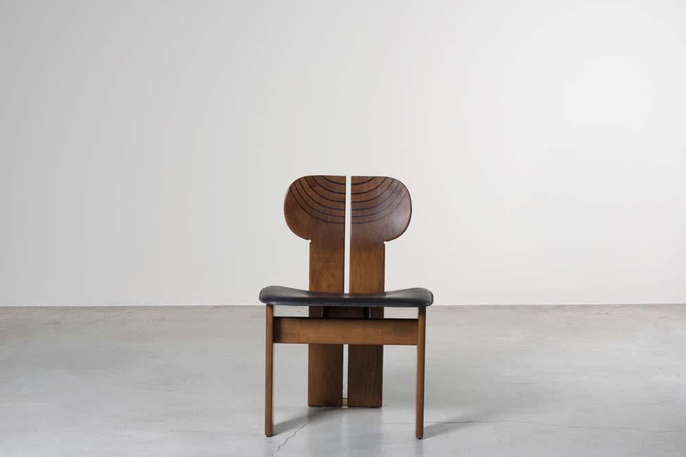 """Africa chairs"", Afra & Tobia Scarpa, 1975 chez Nilufar Gallery. Photo par Daniele Lodice."