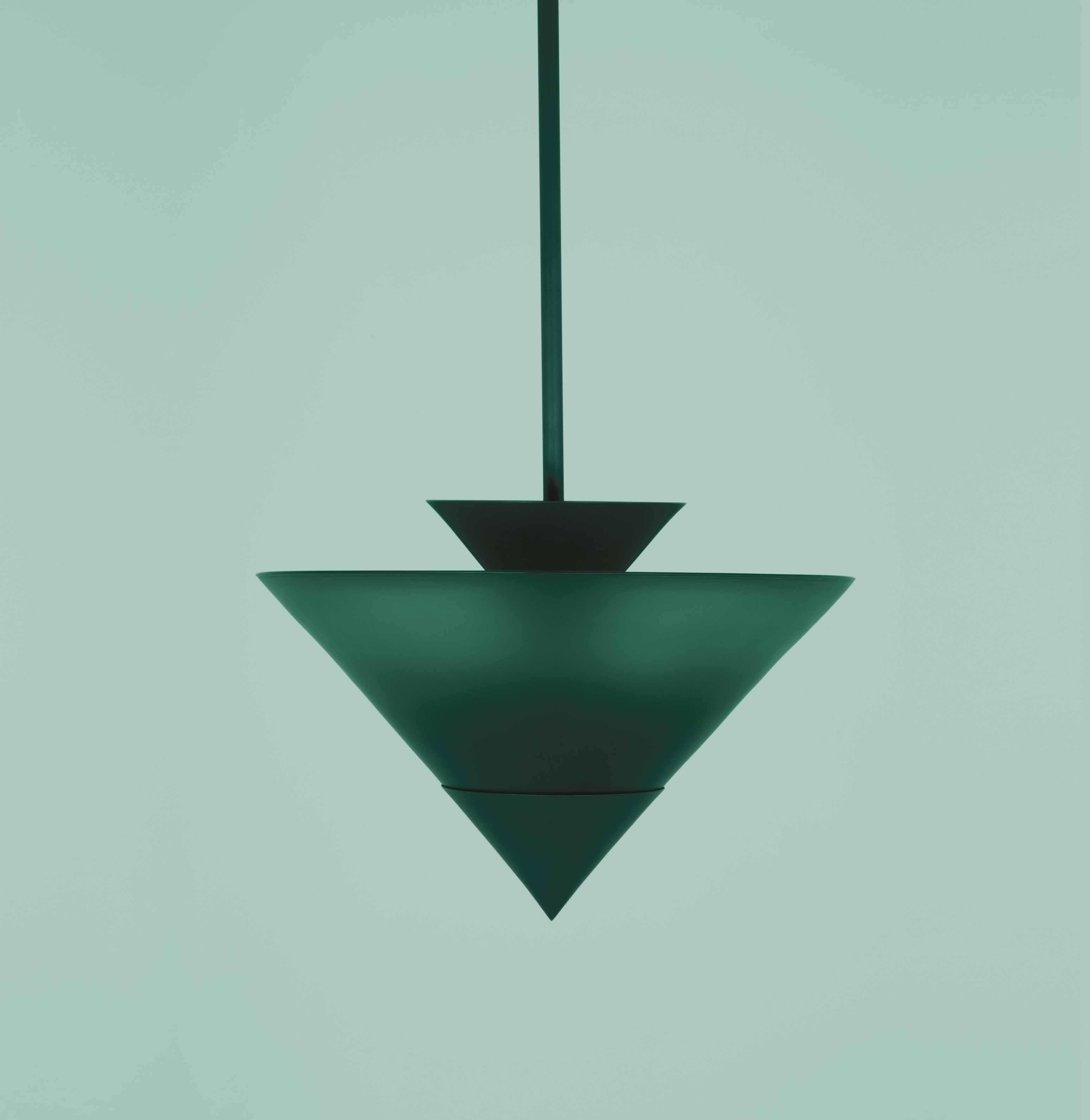 Suspension Zé (2017) d'Atelier de Troupe. Laiton et verre, éditée par Triode,