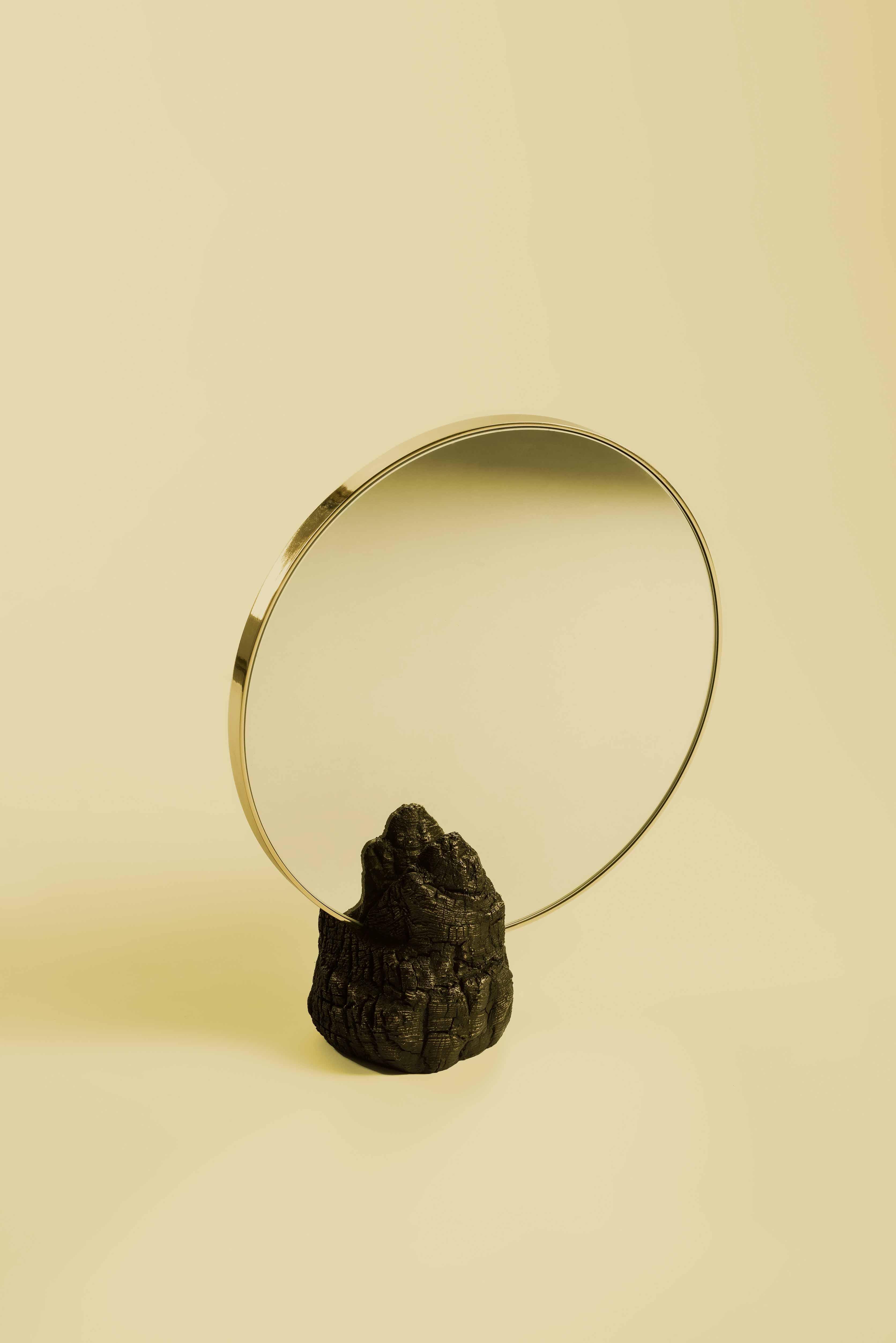 Miroir de table Fuoco (2017) de Roberto Sironi et Fonderia Artistica Battaglia. Bronze, éd. limitée à 12 ex. par la Gallery S. Bensimon,
