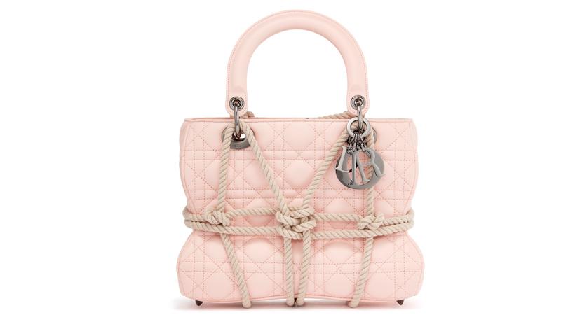 Le sac Lady Dior réinventé par l'artiste française Morgane Tschiember.