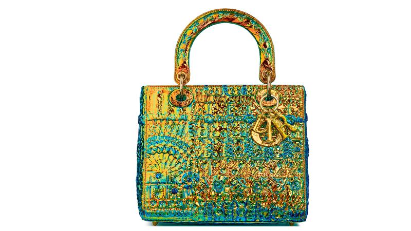 Le sac Lady Dior réinventé par l'artiste américaine Pae White.