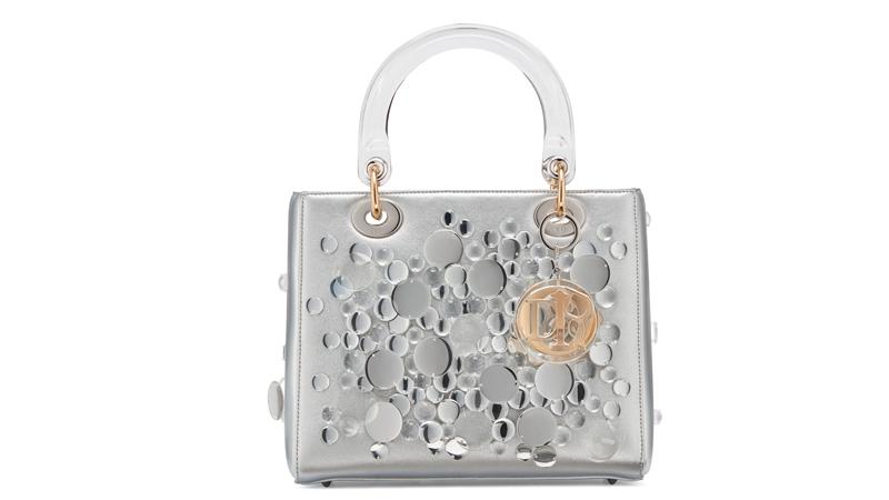 Le sac Lady Dior réinventé par l'artiste japonaise Haruka Kojin.