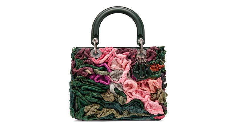 Le sac Lady Dior réinventé par l'artiste américaine Janaina Tschäpe.