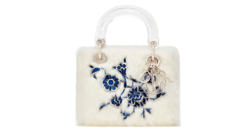 Le sac Lady Dior réinventé par l'artiste turque Burçak Bingöl.