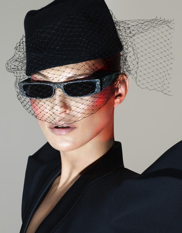 Kate Moss portant le modèle Edwige.