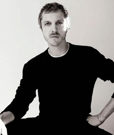 Glenn Martens, directeur artistique de Y/Project photographié par Arnaud Lajeunie. Courtesy of Diesel.