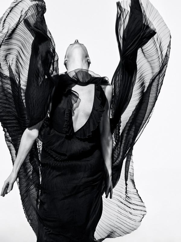 Marie-Agnès Gillot photographiée par Koto Bolofo.