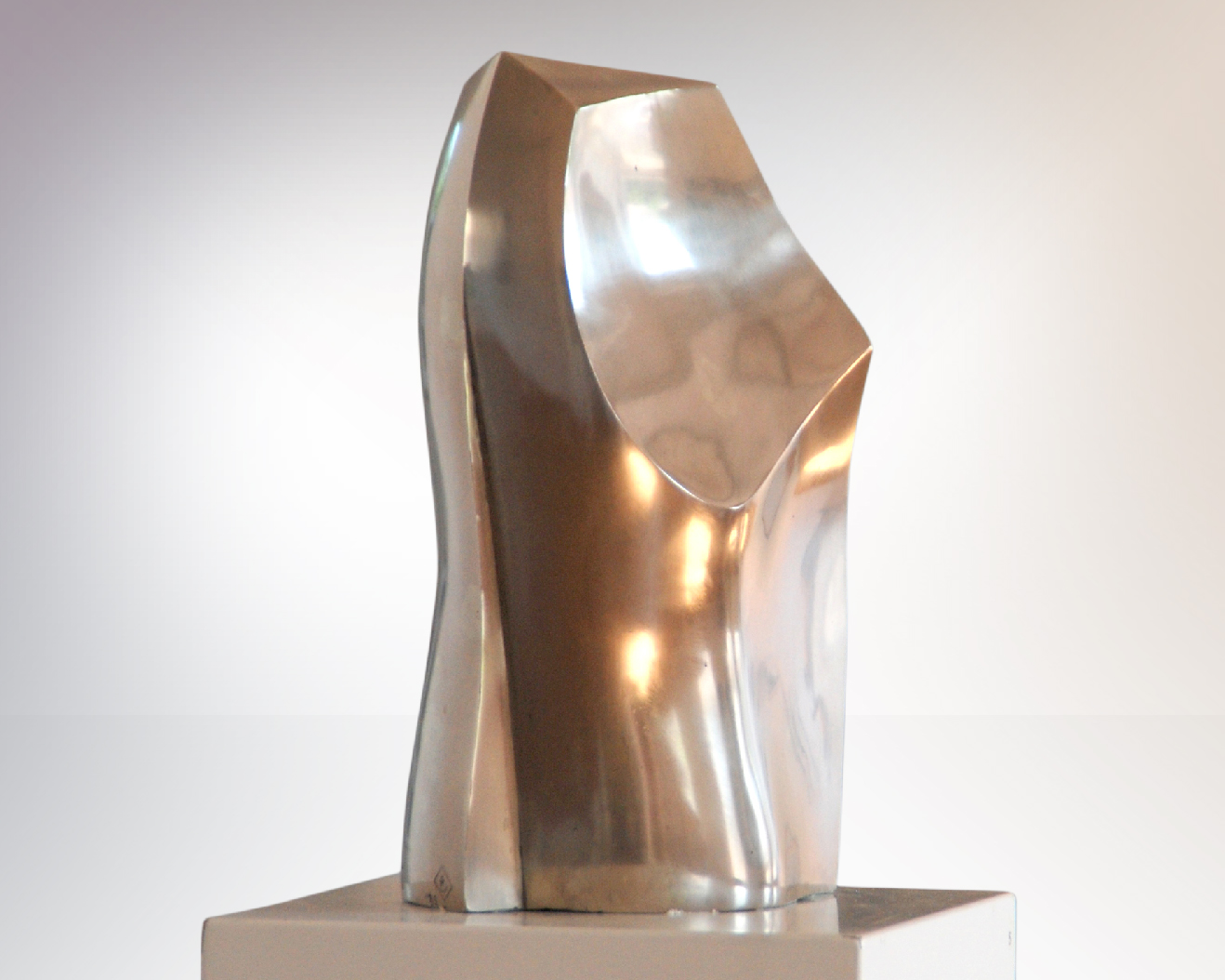 Phönix I, sculpture en argentan, alliage de cuivre, de nickel et de zinc, 34 x 13 x 21 cm