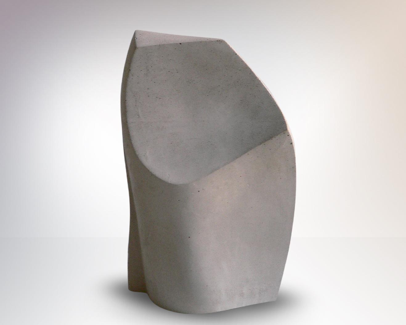 Phönix II, sculpture en steinguss matériau composite associant principalement le ciment, 34 x 13 x 21 cm