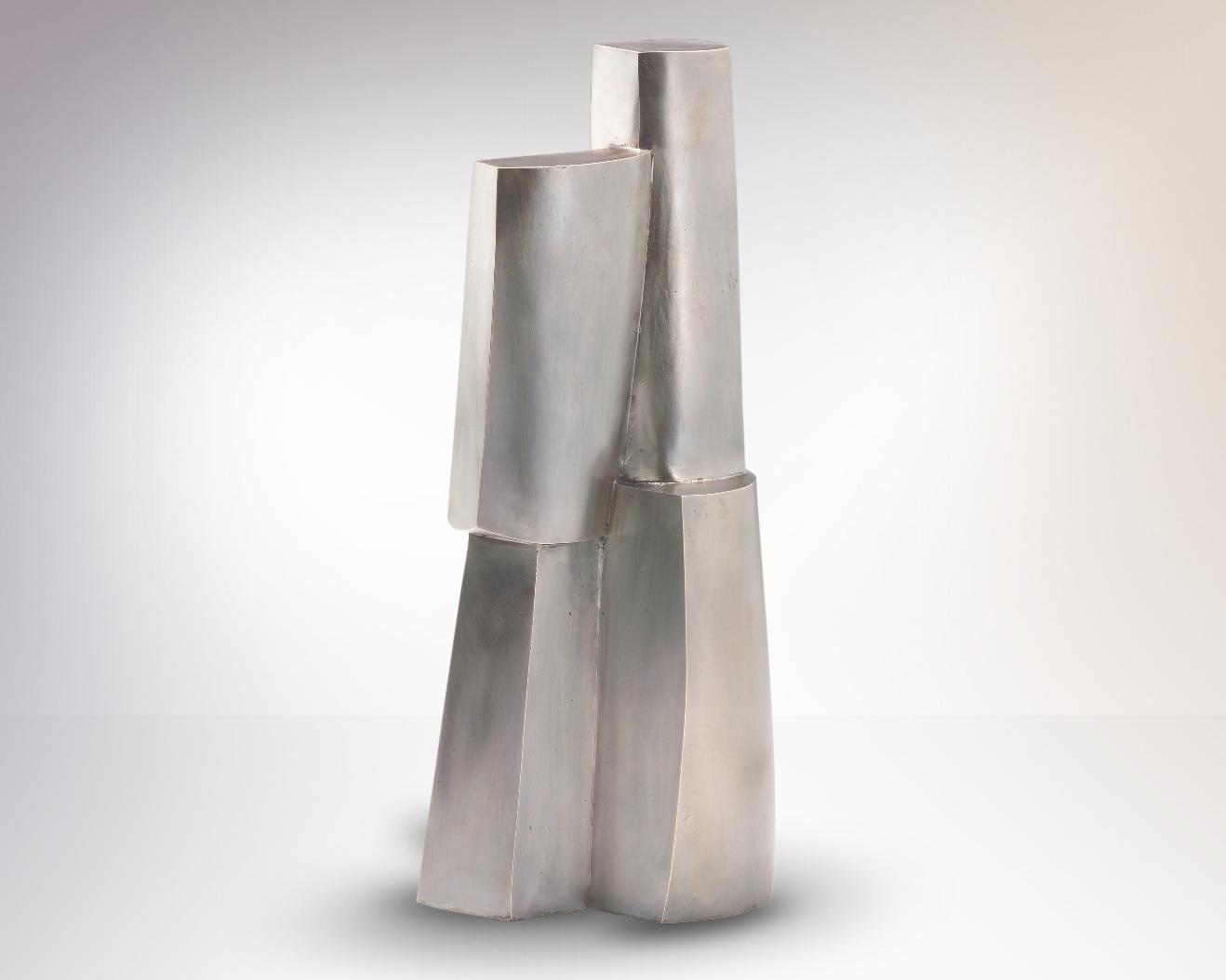 Turm I, sculpture en argentan, alliage de cuivre, de nickel et de zinc, 47 x 20 x 15 cm