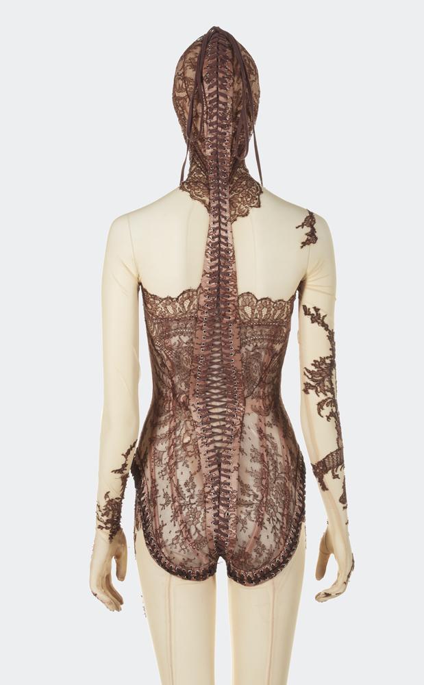 Jean Paul Gaultier, Combinaison corset, Automne-Hiver 2003-04. © Jean Paul Gaultier © Aurélie Dupuis/ Azentis.