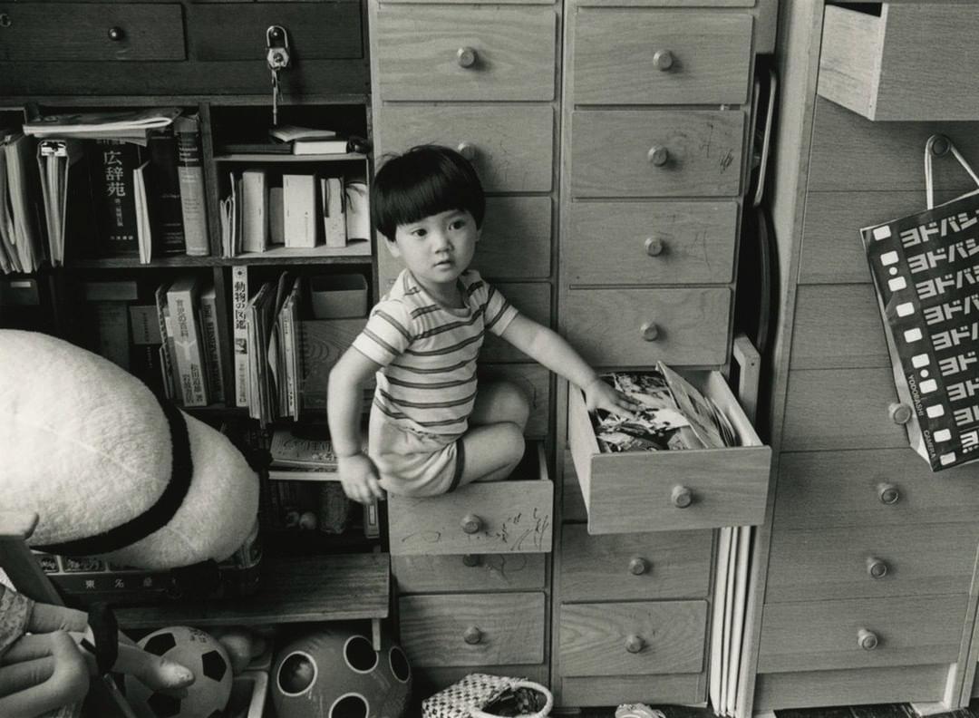 "Shinzo Shimao, ""Maho-chan 37"", from the series ""Living"" (1982). Gelatin silver print, 165 mm x 225 mm, ©︎Shinzo Shimao/Courtesy of PGI gallery"