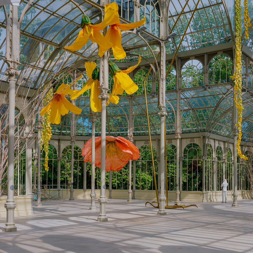 © Petrit Halilaj. View of the exhibition « To a raven and hurricanes that from unknown places bring back smells of humans in love. », Museo Reina Sofía – Palacio de Cristal, Madrid, 2020 2021. Photo. Imagen Subliminal. Courtesy the artist; kamel mennour, Paris/London; ChertLüdde, Berlin.