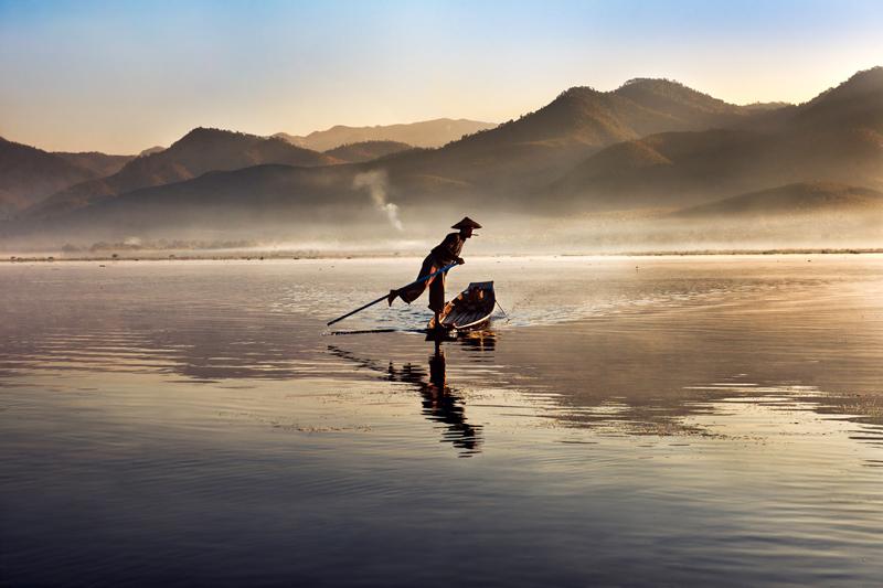 Inthalake, Myanmar, 2011 ©Steve McCurry