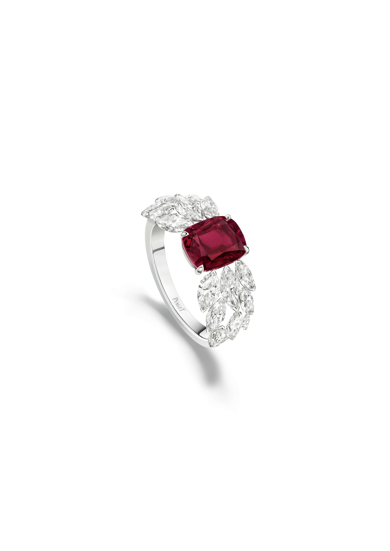 Bague rubis Piaget Treasures. Bague en or blanc sertie de 6 diamants taille brillant (environ 0,14 ct), de 16 diamants taille marquise (environ 2,38 cts), d'un rubis du Mozambique taille coussin (environ 2,17 cts)