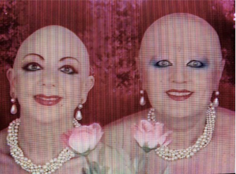"""Eva & Adèle (nées en en 1979 et 1967), """"FUTURING"""" (1999). Film couleur sur DVD. Durée (en temps réel) : 63 mn. Don de Noirmontart production. Estimation indicative : 3 000 / 4 000 € Prix de départ : 500 €"""